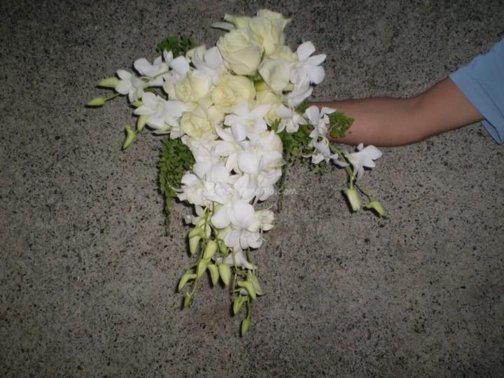 Bouquet goccia con orchide