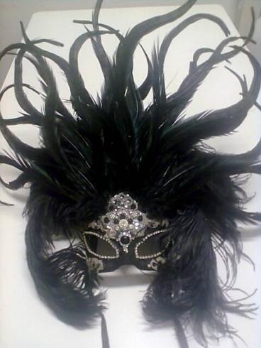 Maschera in piume nere