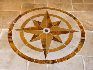 una forma di una stella sul pavimento