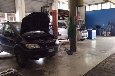 riparazione auto san benedetto del tronto (AP)