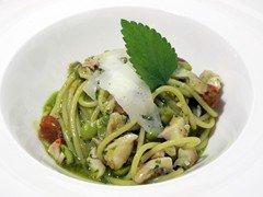 Spaghetto con triglia fave fresche e veli di caciocavallo podolico