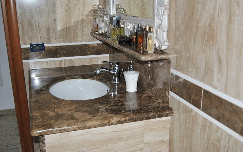 rivestimento doccia marmo