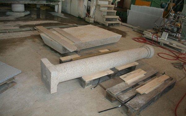 lavorazione artigianale granito colonne
