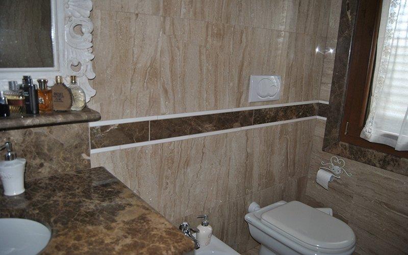 lavorazione granito per bagno