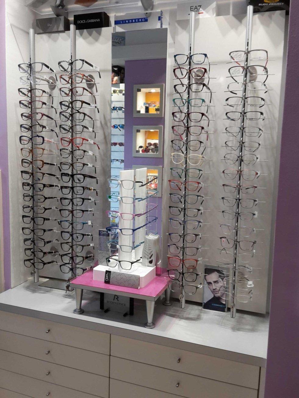 assortimento occhiali da vista in ottica