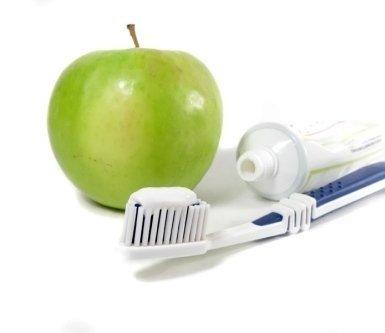 cura dei denti, dentifricio, spazzolino