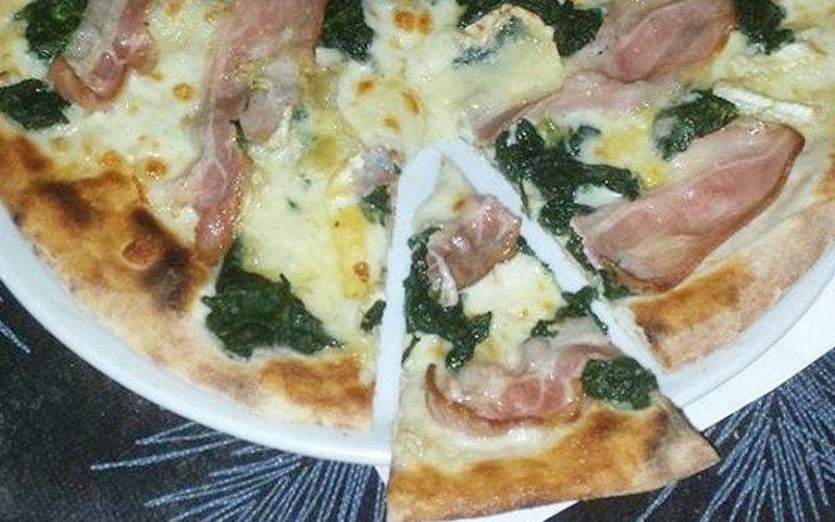 Pizza golosa pancetta e spinaci