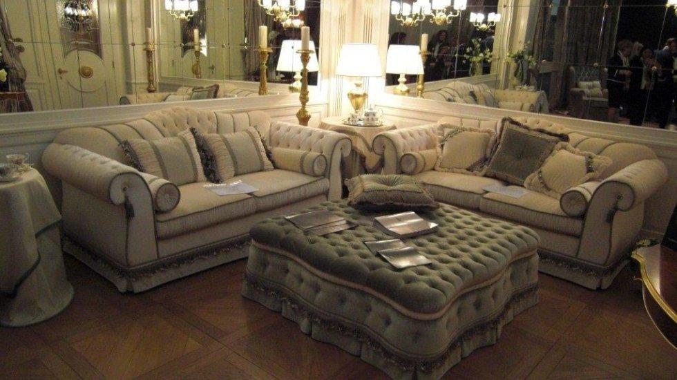 divano chaise longue e pouf dal design antico