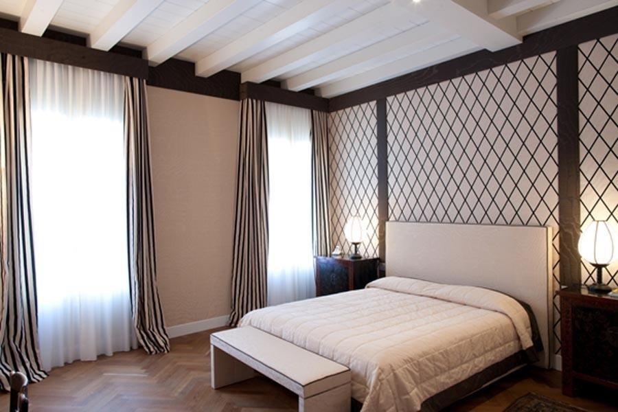 stanza matrimoniale con letto