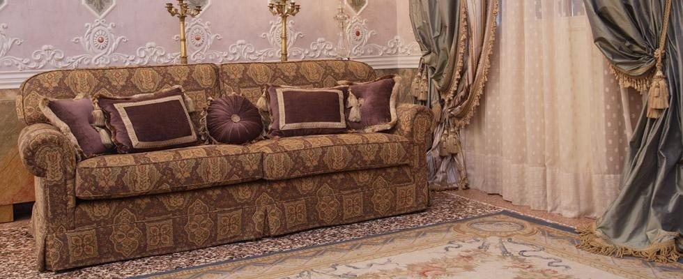divano dal design antico