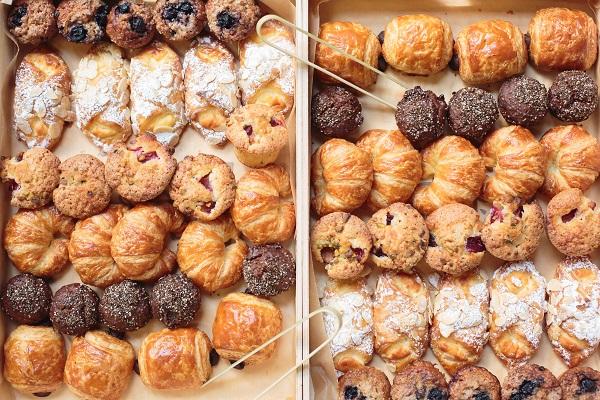 croissant, cornetti e dolci da forno in due scatole