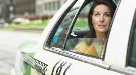 trasporto di passeggeri con taxi, passeggeri taxi, servizi aeroportuali