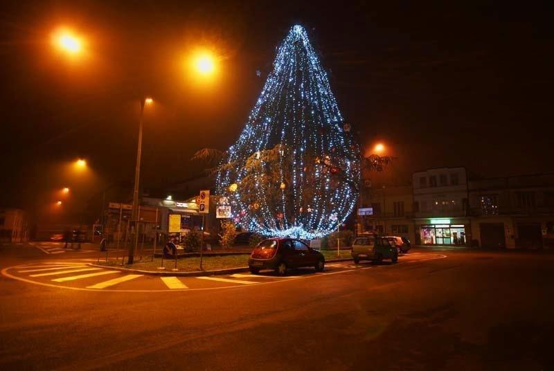 albero di natale ostiglia illuminazione