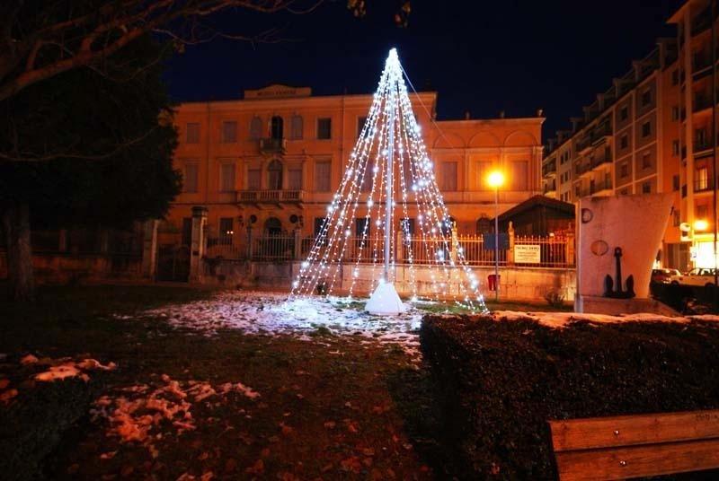 albero di natale illuminazione