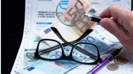 occhiali, lente e soldi