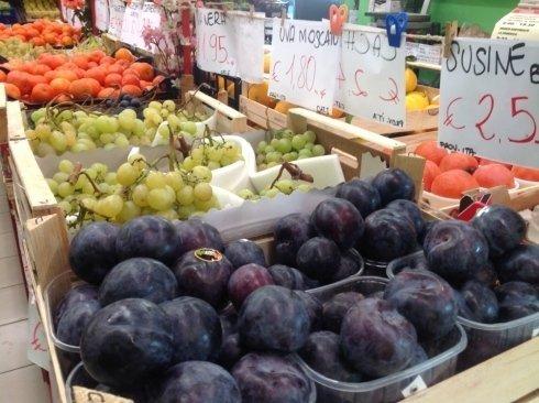 susine, uva e mandarini, frutta fresca