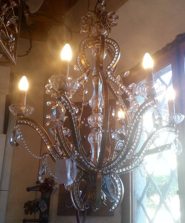 Un lampadario in cristallo ad Empoli