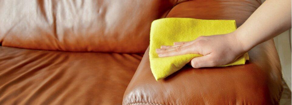 Come pulire i divani in pelle e microfibra