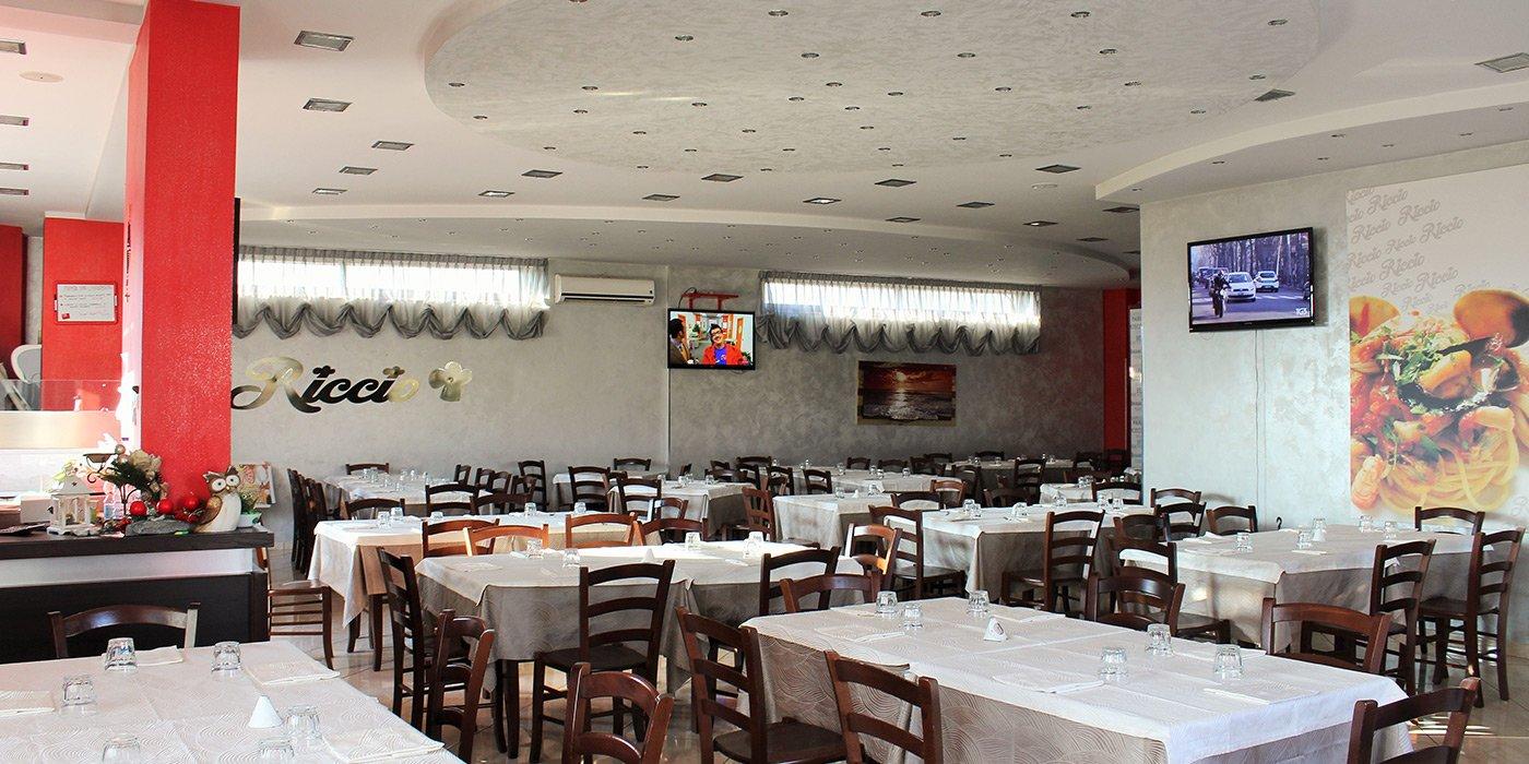 Sala interna del Riccio Pizza e Restaurant a Santa Maria a Vico (CE)