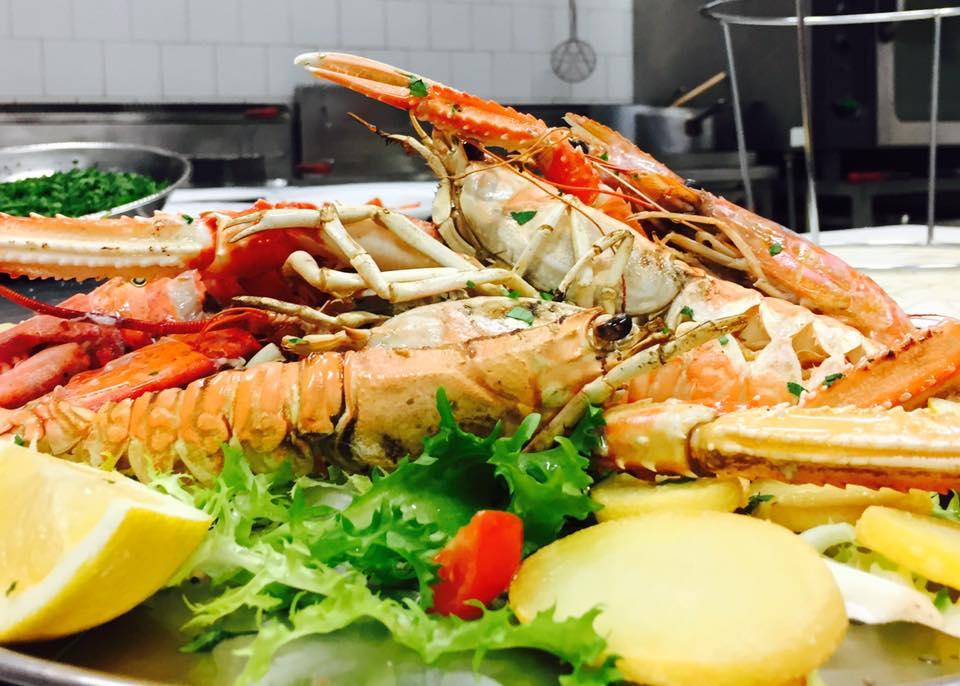Ingredienti per piatti a base di pesce presso Riccio Ristorante Pizzeria a Santa Maria a Vico (CE)