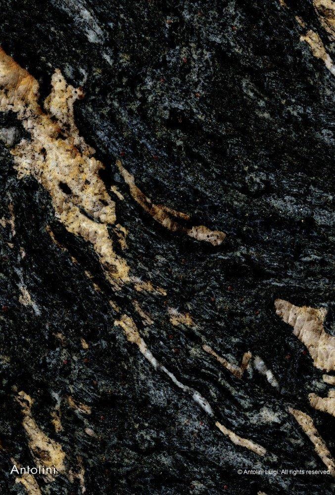 granito nero striato di giallo