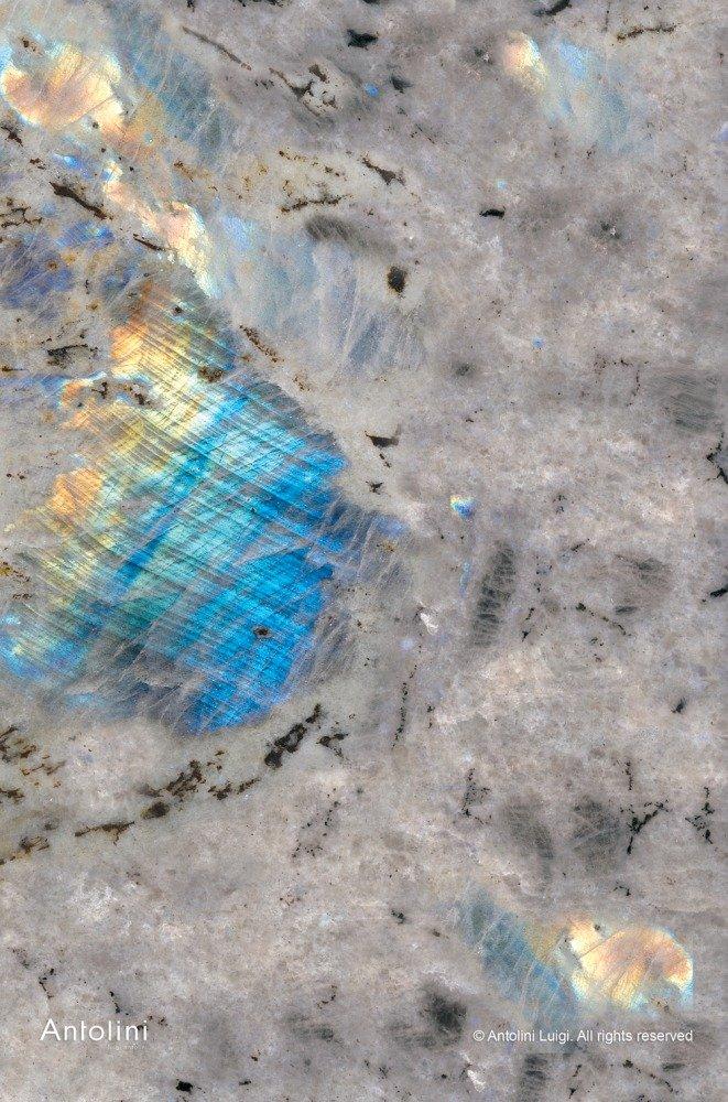 granito grigio striato blu e giallo