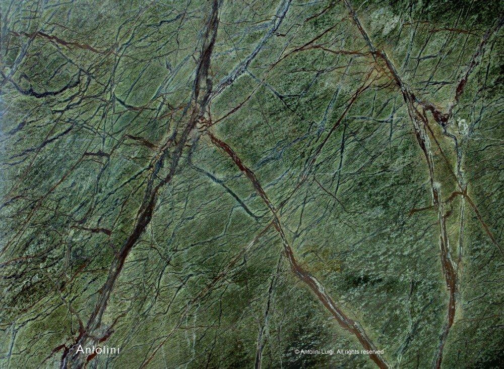 granito verde e striature marroni