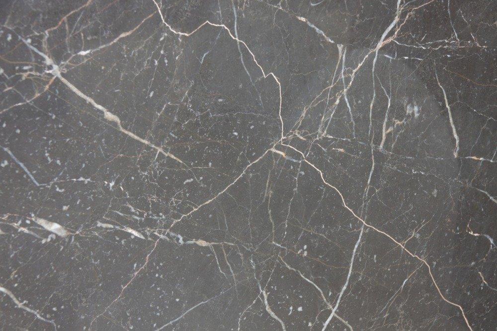 marmo grigio con striature bianche