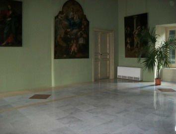 interno con pavimento in marmo