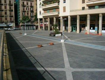 strada lastricata in marmo