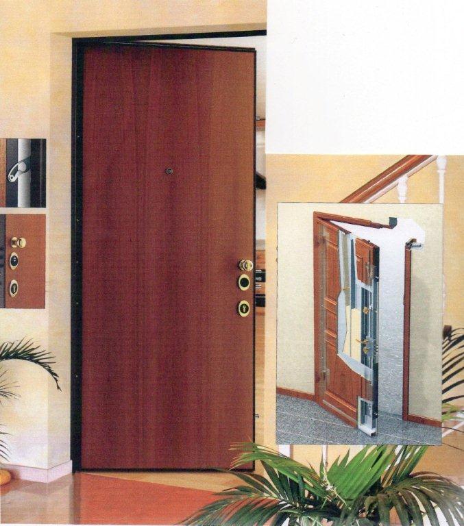 porte in legno marroni a Prato