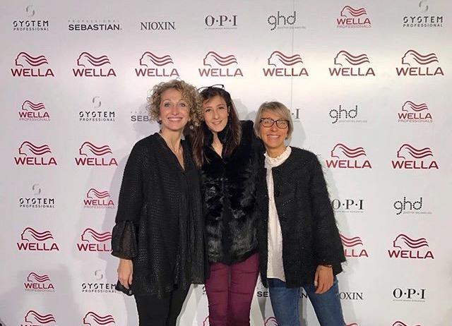tre donne in posa per una foto