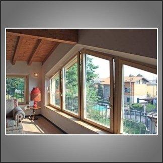 finestre trapezioidali in legno