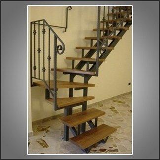 scale con gradini in legno
