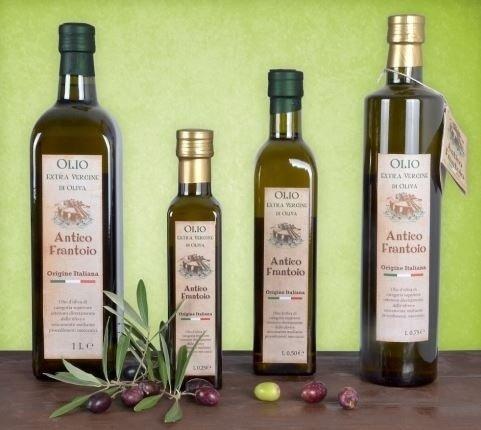 Bottiglie di olio di diversa capacità