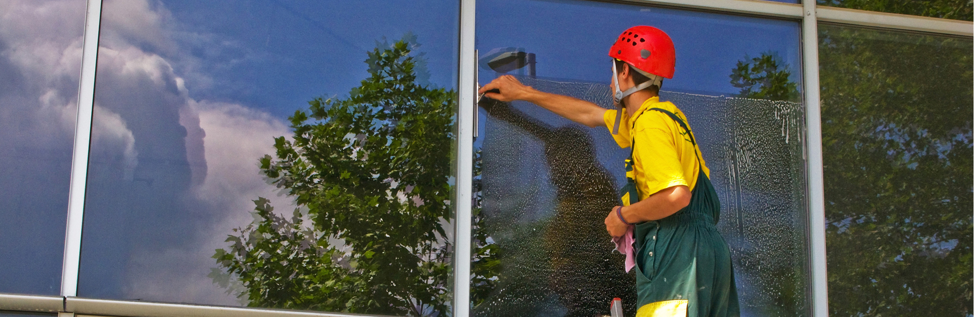 Expert providing Speedy window cleaning service in Honolulu, HI