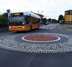 streetscaping pattern on a road roundabout