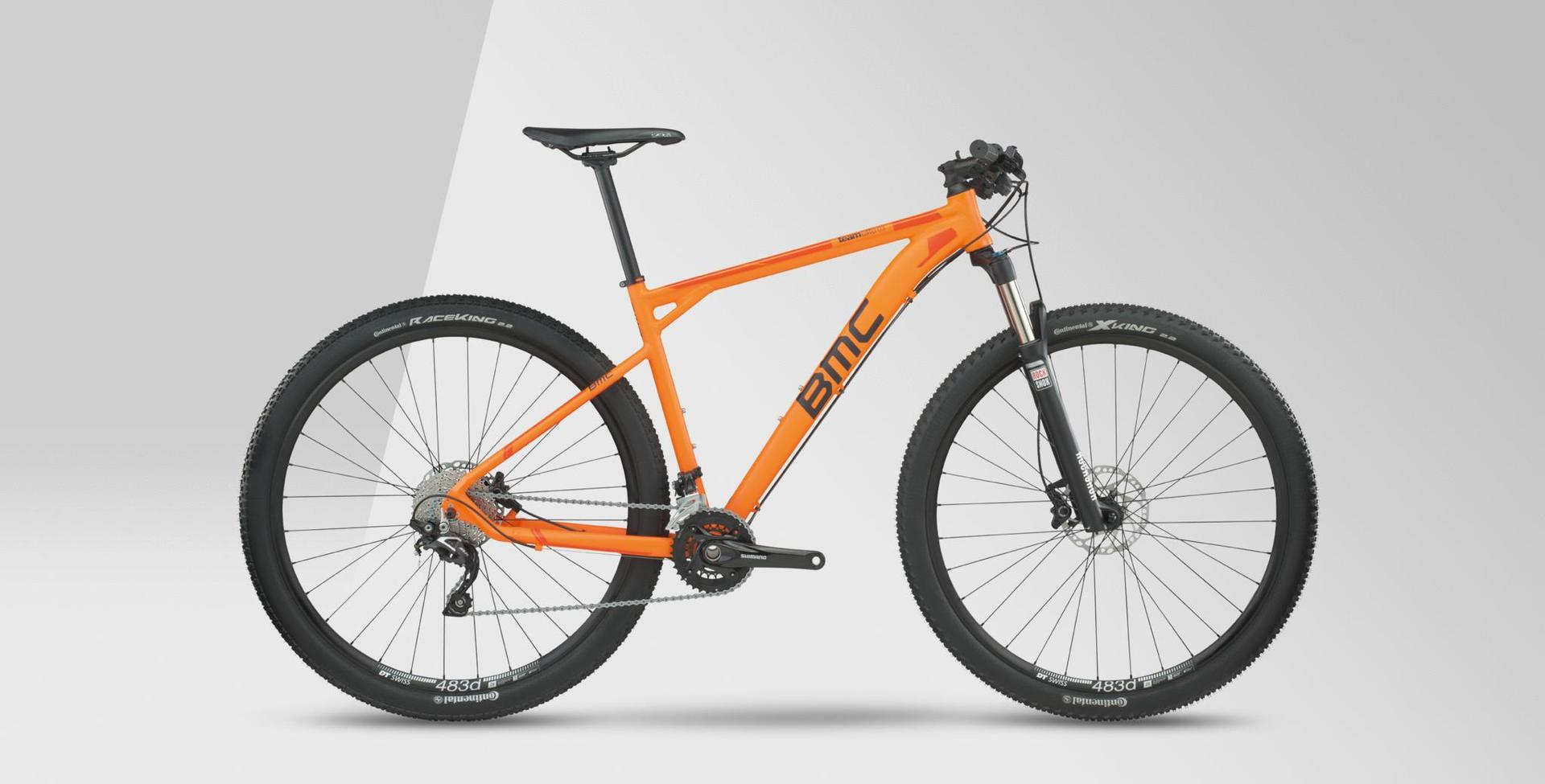 Mountain bike con telaio arancione