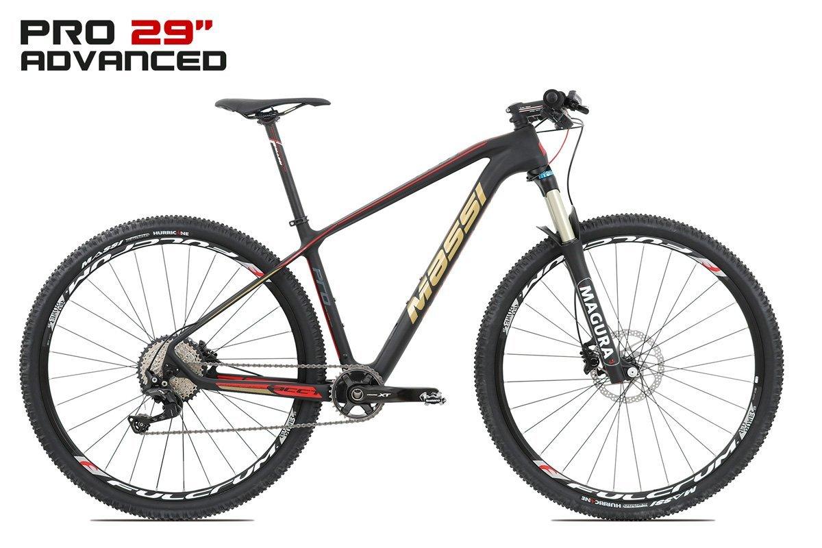 Mountain bike professionale con telaio nero