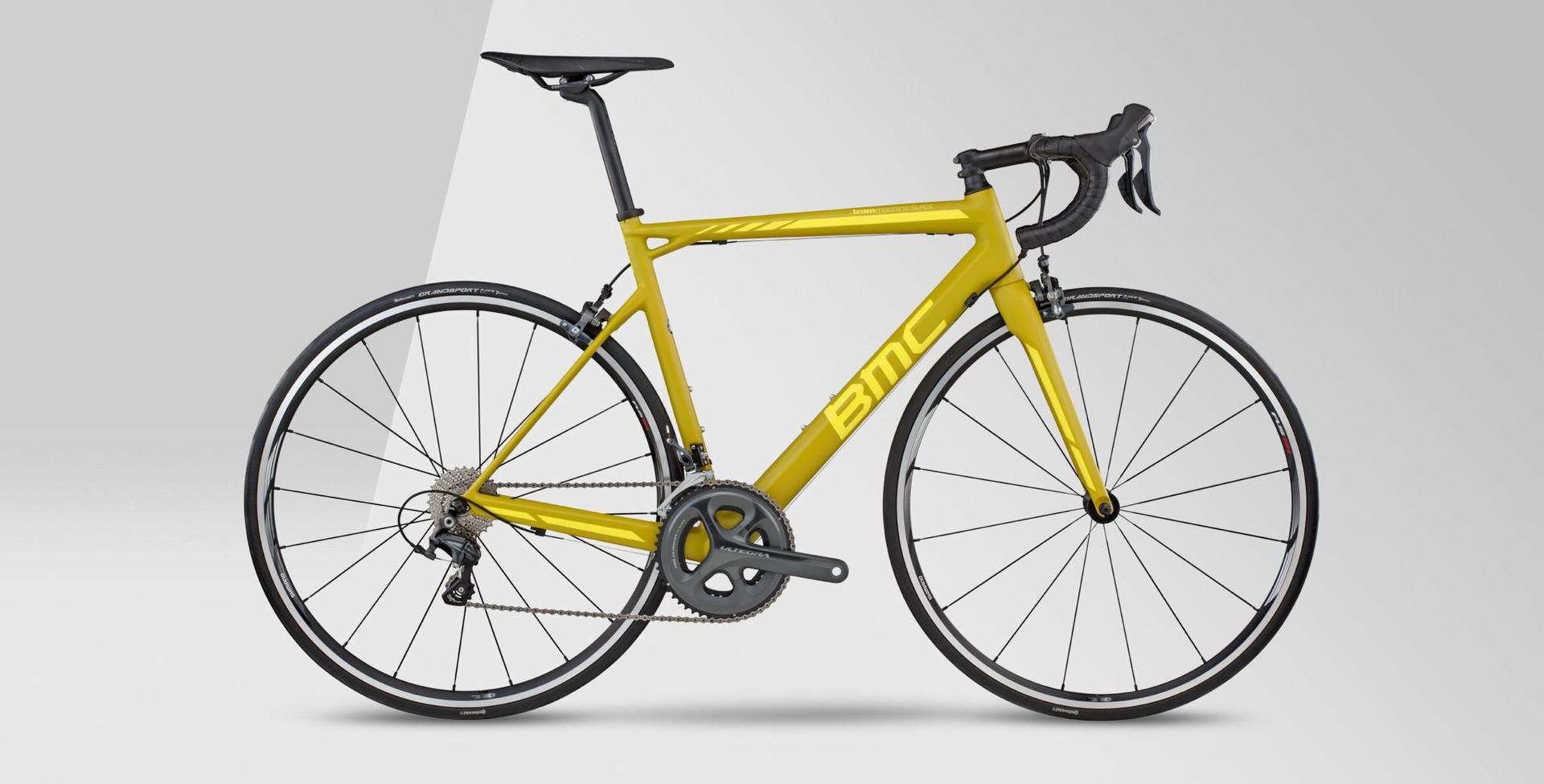 bicicletta da strada con telaio giallo