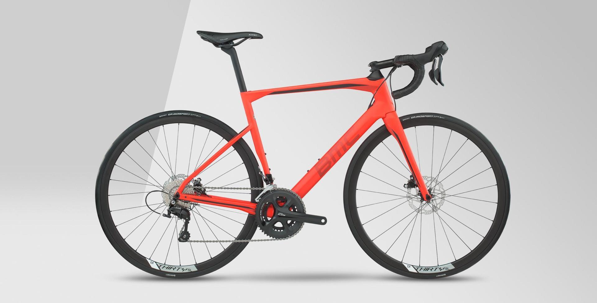 bicicletta da strada con telaio arancione