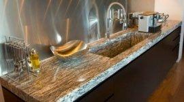 cucina lineare, top in marmo, marmo per cucine