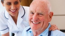 assistenza in ospedale, infermieri, assistenza anziani allettati