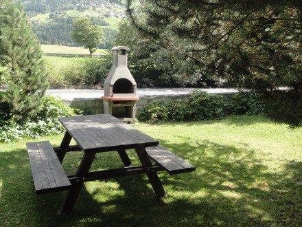tavolo da picnic all'esterno