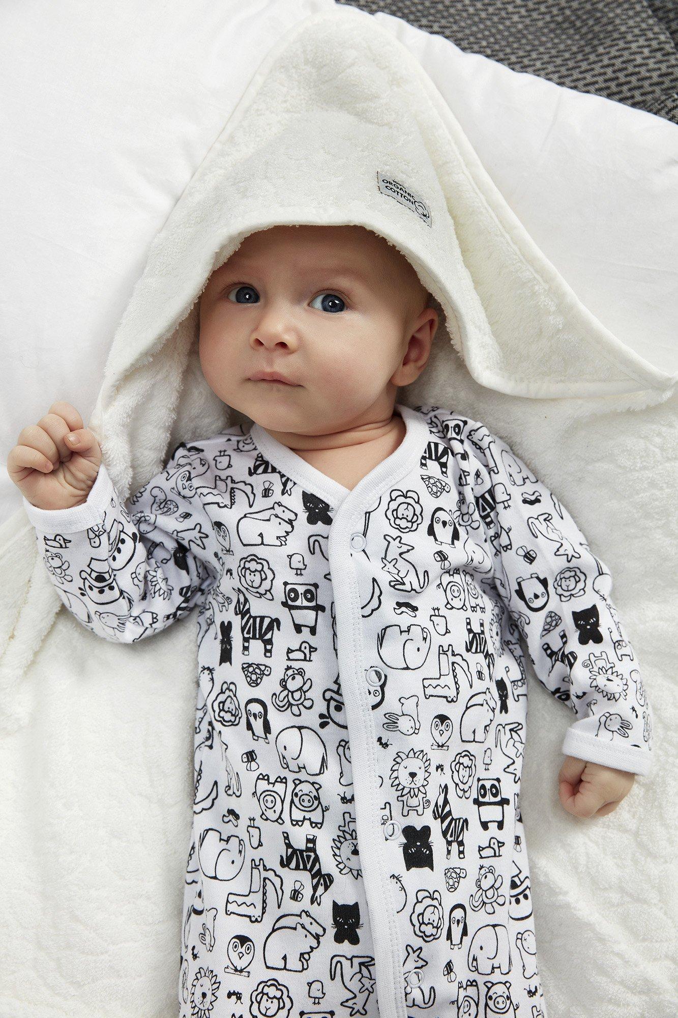 Dreieckstücher und Schlafanzüge für Babys