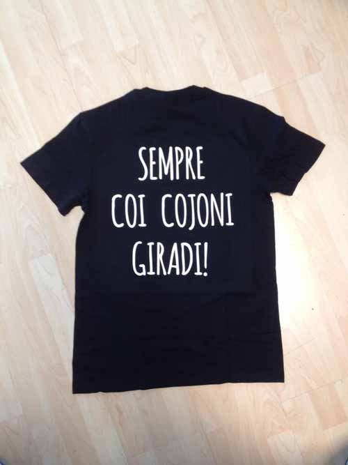 maglia nera con frase divertente