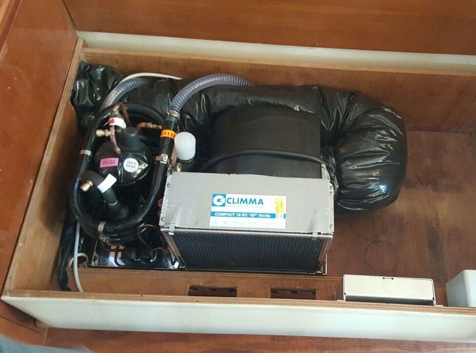 interno motore del frigorifero per imbarcazione