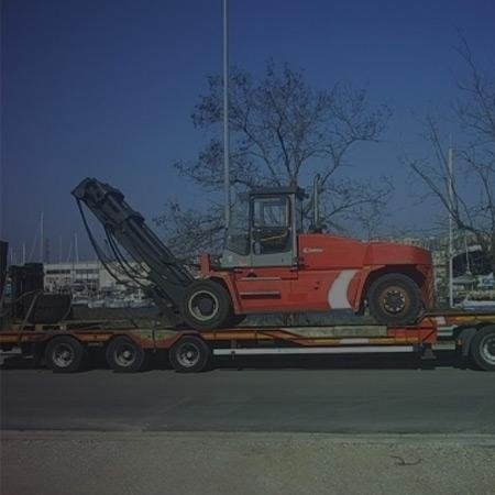Carrelli elevatori per trasporto merci in altezza