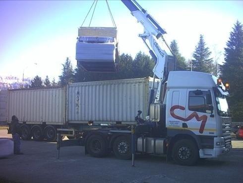 Camion dotato di gru