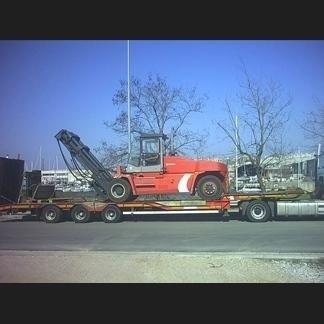 Muletto trasportato da camion
